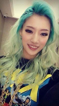 nari wassup green hair